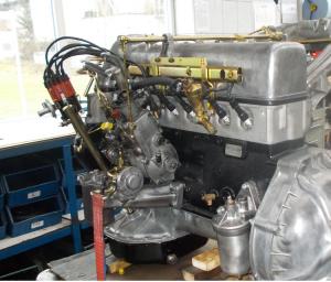 Motoreparatur Mercedes 220SL